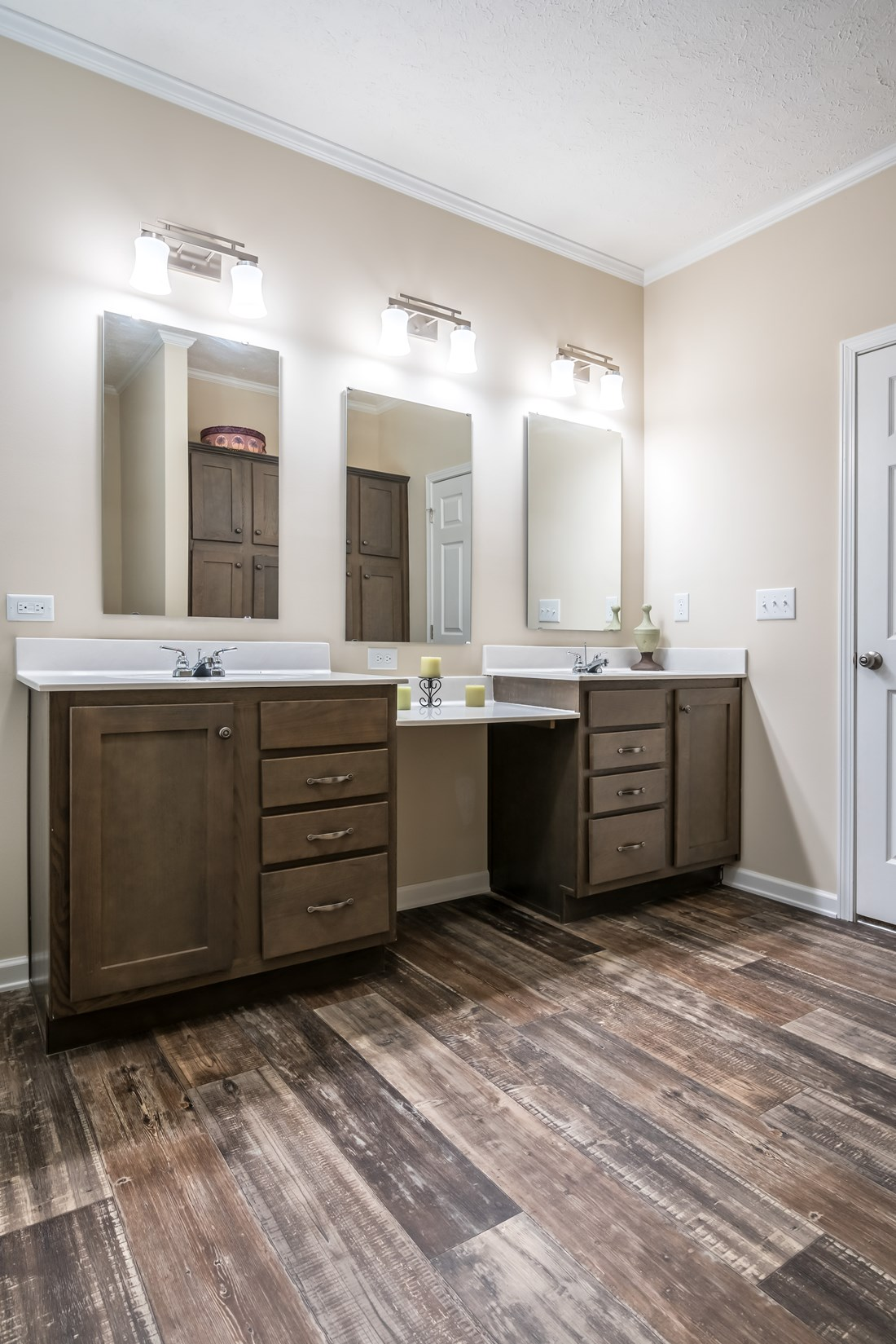 The 3554 JAMESTOWN Master Bathroom. This Manufactured Mobile Home features 4 bedrooms and 2 baths.