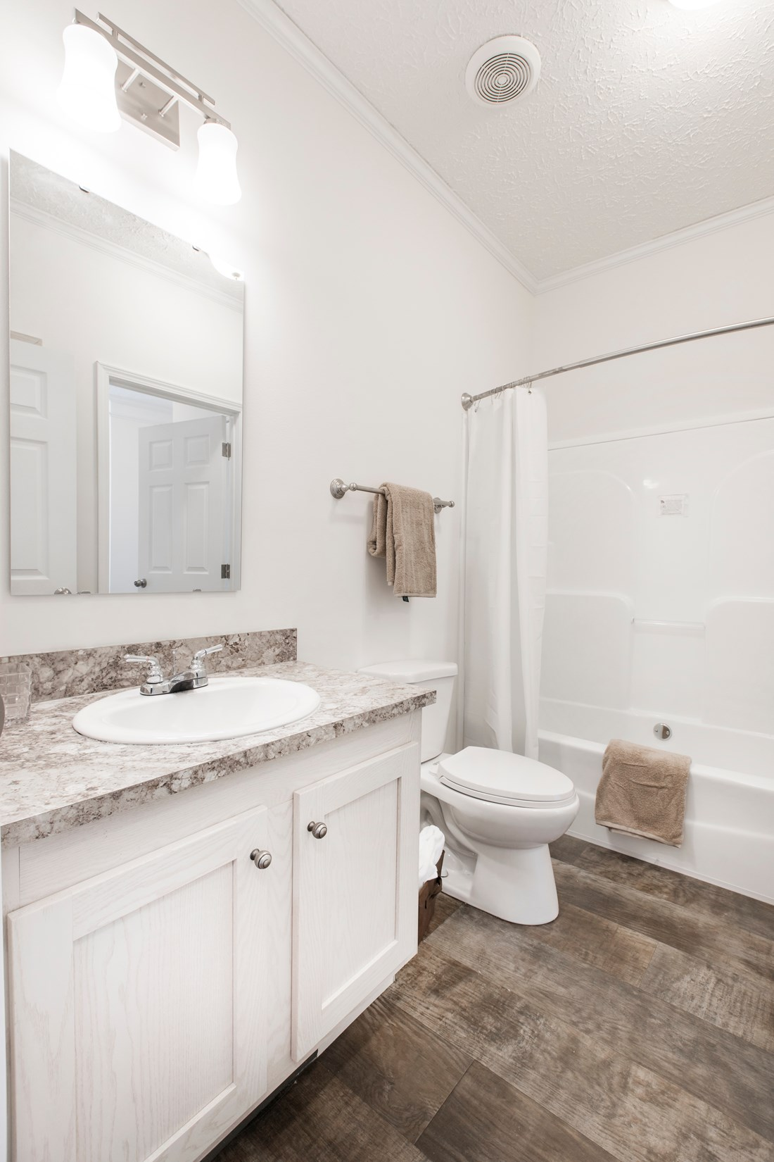 The 3558 JAMESTOWN Guest Bathroom. This Manufactured Mobile Home features 3 bedrooms and 2 baths.